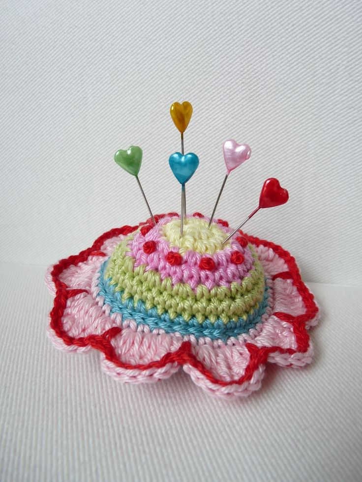 Crochet Flower Pincushion Pattern : 1000+ images about Pin Cushions--Crochet on Pinterest ...