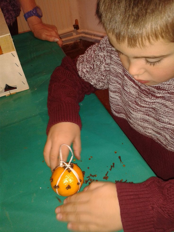 Making pomanders for the less fortunate - a token gesture of kindness!