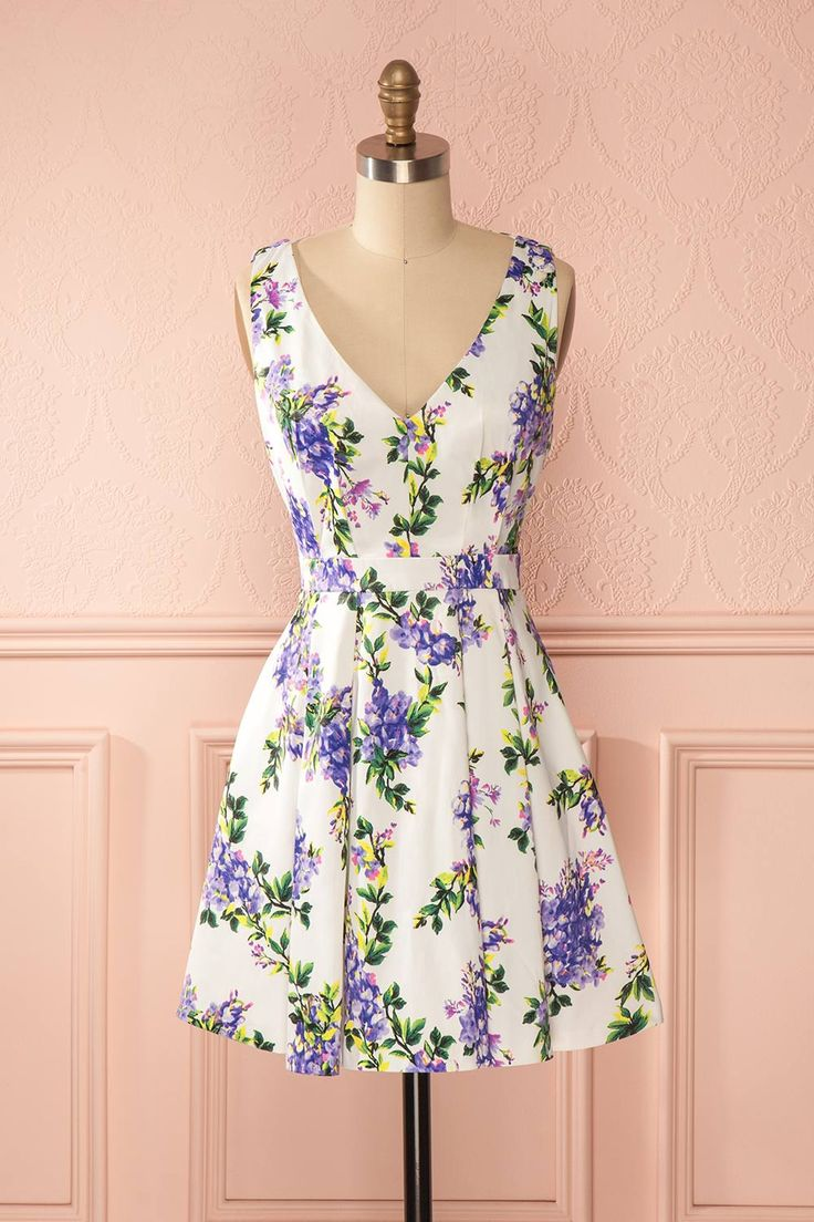 Il fait bon faire du vélo sur les allées bordées de lilas.  It's lovely to ride a bike on a path bordered with lilacs. White and purple floral print a-line dress www.1861.ca