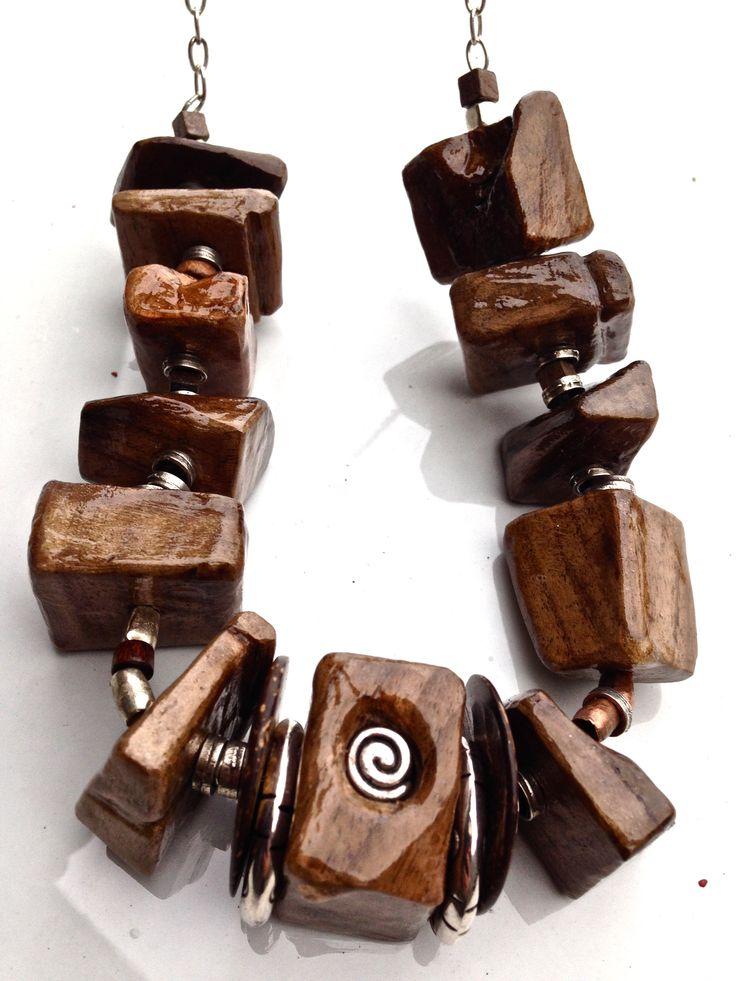 Pepite in legno di noce con metallo