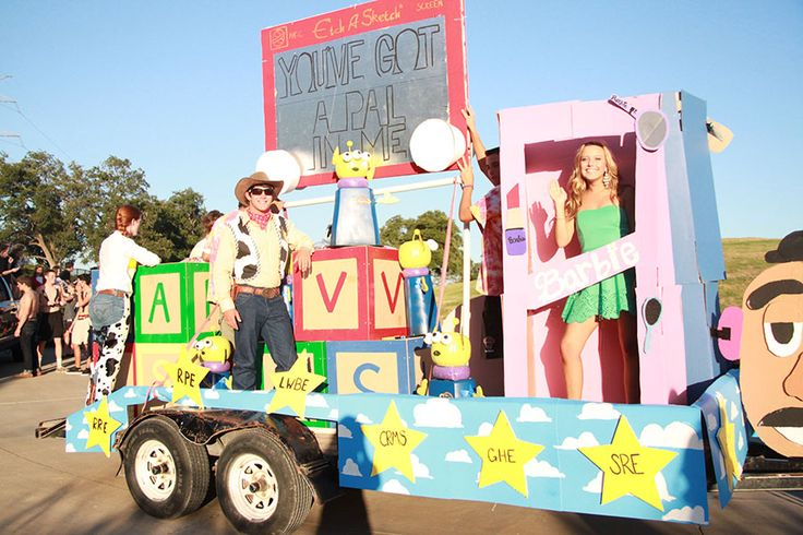 parade floats about toys   Homecoming Float Success