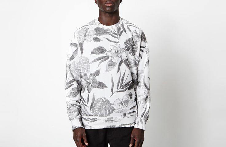 New Black – pánská mikina s rostlinnými motivy / New Black men's sweatshirt – floral print  #sweatshirt #floral #newblack  http://www.urbag.cz/kosile-mikiny-tricka-tilka-rostlinne-motivy-svedske-znacky-new-black/