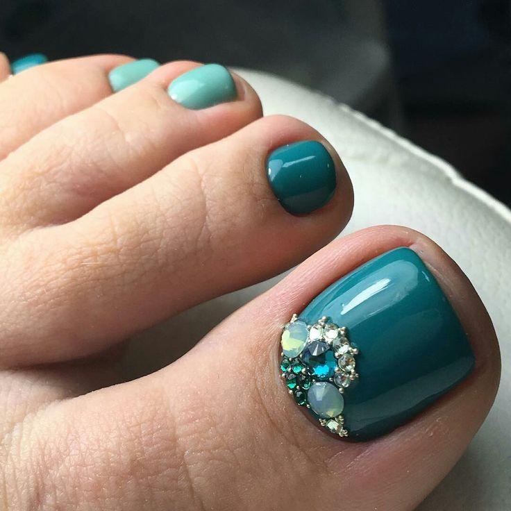 Blue-Rhinestone Toe Nail Art