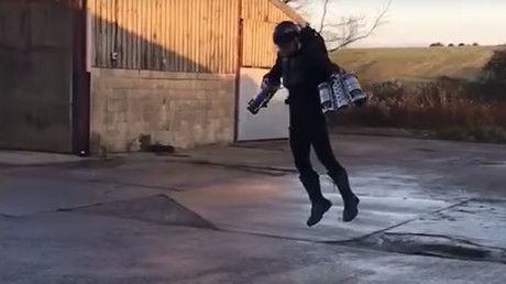 Real-life 'Iron Man' flying suit built by British inventor (VIDEO) – rinf.com