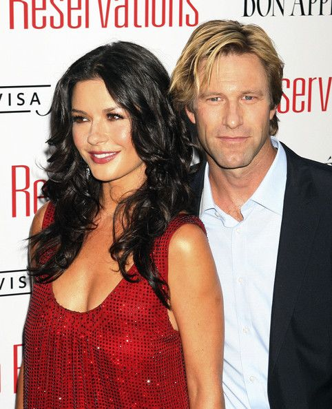 Catherine Zeta Jones with Aaron Eckhart at premiere of No Reservations in NYC ( July 25, 2007 )