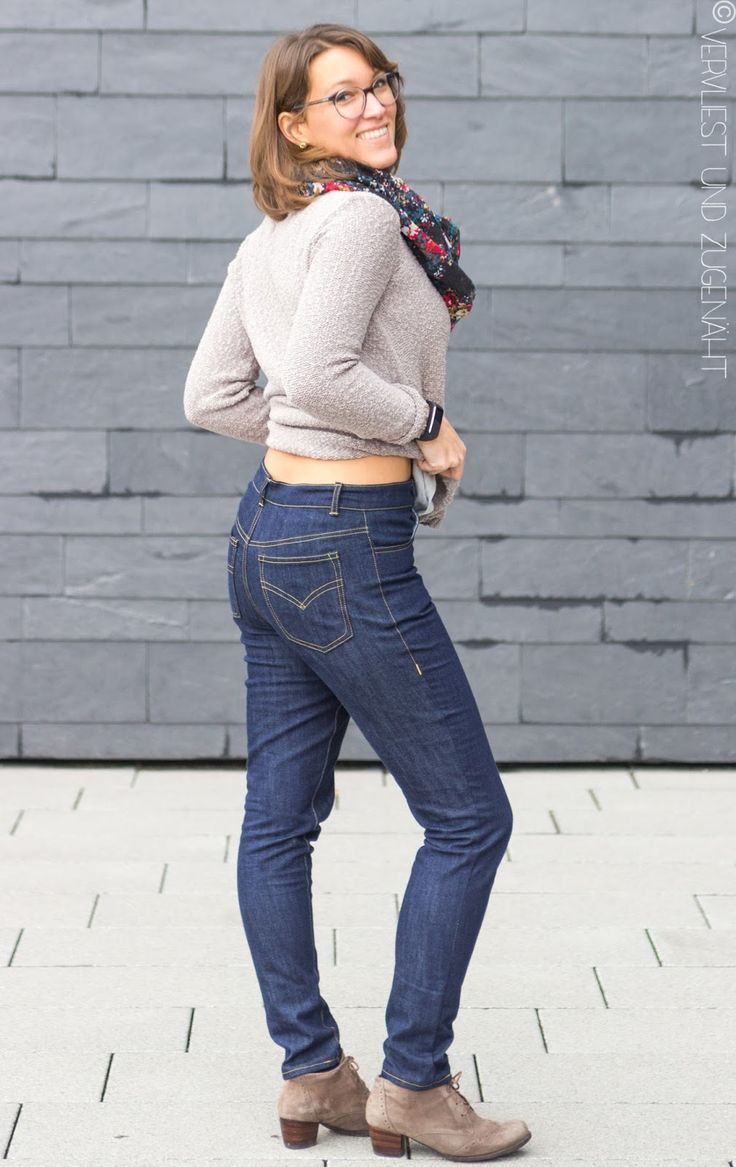 """Erinnert ihr euch noch an meinen Beitrag zur apricot farbenen Jeans ? Da hab ich geschrieben, dass ich es erstmal mit einer """"nicht-Jeans""""-Fa..."""