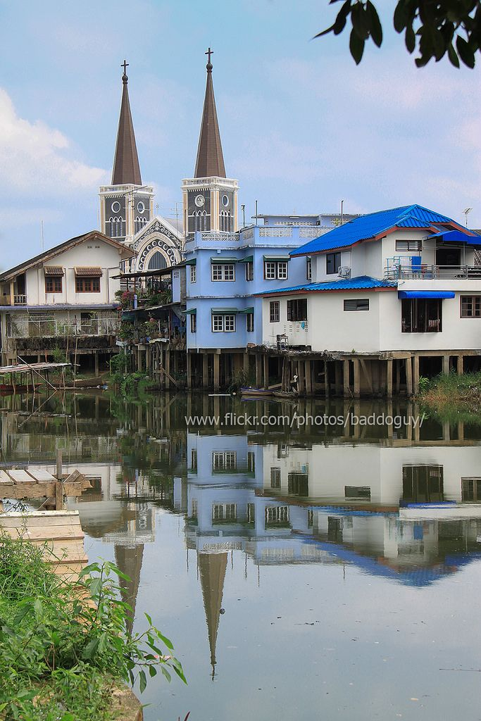 https://flic.kr/p/qxva1Y | Cathedral and Riverside Community of Chanthaburi | The Cathedral of Immaculate Conception and the riverside community of Chanthaburi with their reflection in Chanthaburi River.