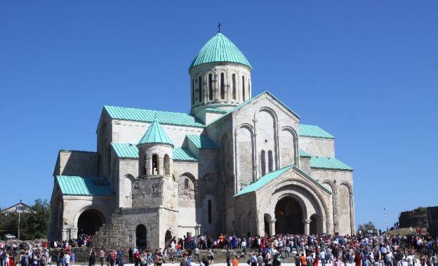 Cattedrale di Bagrati. Cattedrale che si trova nella città di Kutaisi, capoluogo della regione di Imereti, in Georgia. Riconosciuta come un capolavoro dell'architettura medievale georgiana, è stata recentemente ricostruita, dopo essere rimasta per secoli in rovina. Patrimonio mondiale dell' UNESCO.