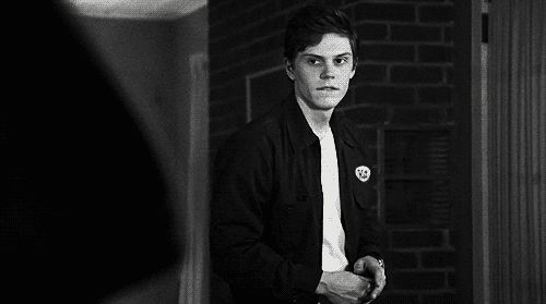 And it's that time again were we are going to talk about Evan peters. Yes people my obsession is ...