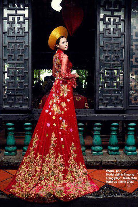 Vietnamese wedding ao dai.        ///////.     Vietnamese/English wedding invitation @ www.ThiepCuoiCali.com.        ///////////.