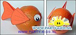 In 2003 hebben we de traktatie omgedoopt naar Nemo visjes van mandarijnen. En meteen werktekeningen gemaakt zodat je deze traktatie zelf kunt maken.