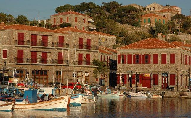 Λιμάνι Μολύβου #Greece #travel #Molivos http://diakopes.in.gr/trip-ideas/article/?aid=209653