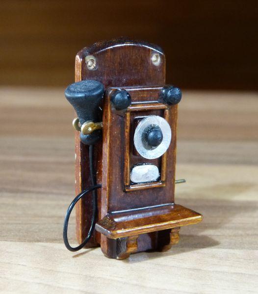 1:12 Miniatur Wandtelefon Antik Holz #2 Puppenstube Puppenhaus Nostalgie Telefon