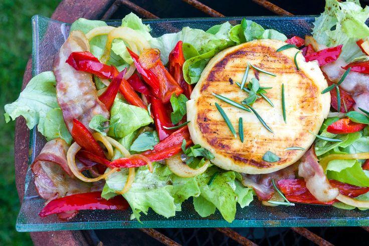 Low Carb - Gemischer Salat mit gebratener Paprika, Bacon und Grillkäse