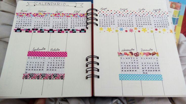 Para hacer el #calendario de mí #bullet #journal usé una hoja cuadriculada y luego lo corte y pegue con cintas #washitape
