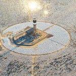 The World's Largest Solar Thermal Power Plant Is Now Generating Power A maior planta solar do mundo já está a gerar energia.