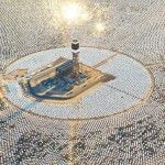 The World's Largest Solar Thermal Power Plant Is Now Generating Power A maior planta solar do mundo já está a gerar energia.