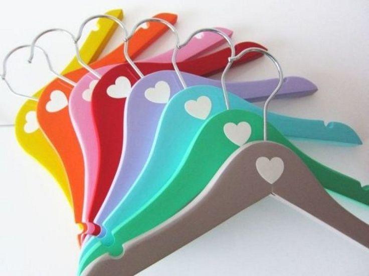 Las 25 mejores ideas sobre perchas para ropa en pinterest for Perchas bebe ikea