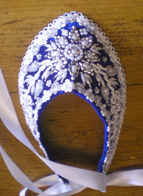 "Hungarian bonnet, the ""párta"". It was used to wear by young woman."