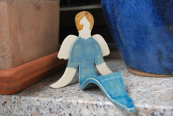 Engel Keramik Schutzengel Weihnachten sitzend von Wunscherfüller auf DaWanda.com