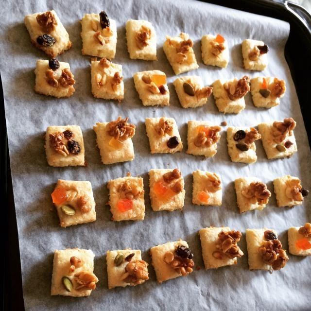 焼いたあとはこんな感じです!✨ しっとりな感じのクッキーなのですが フルーツグラノーラがサクサクしてるのでとても美味しいです - 23件のもぐもぐ - 生おからクッキー by Kii