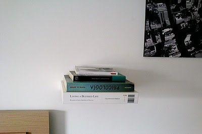 libros flotantes con balda Ikea forrada imitando un libro