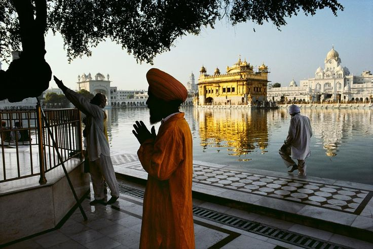 A World of Prayer, Amritsar, India, photo by Steve McCurry (please repin w/photographer's credits)