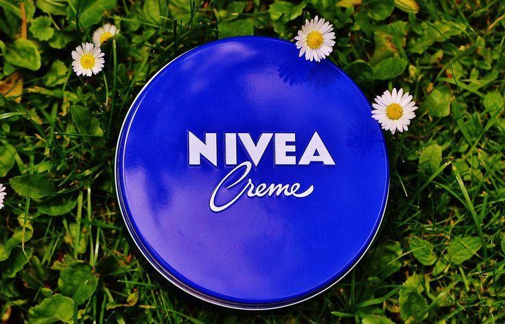 En dat voor nog geen €1,50-, per potje! Het klassiek blauwe Nivea-potje met de welbekende crème is te vinden in bijna alle badk...