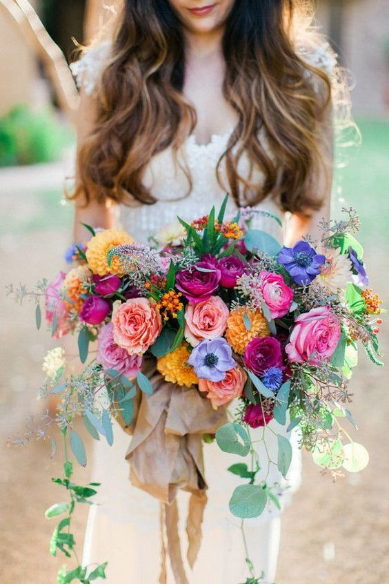 http://rubies.work/0021-price-from/ While this bouquet is absolutely beautiful it is what you notice looking at this picture. Keep your bouquet proportionate to your size. Do not let it over power YOU! (Colourful wedding bouquet | fabmood.com)