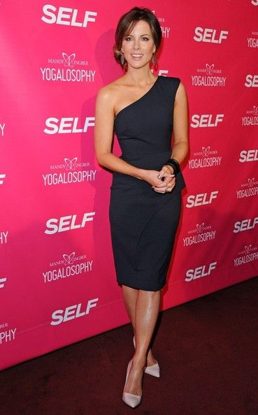 Kate Beckinsale One Shoulder Dress - Kate Beckinsale's one-shouldered dress looked absolutely stunning on the star.