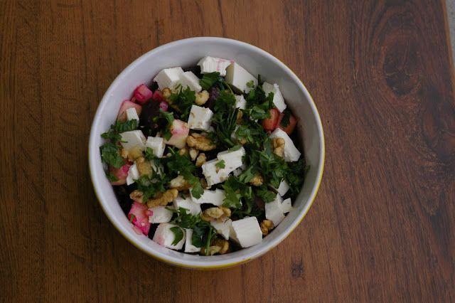 Szczęśliwa w kuchni...: Exclusive: sałatka z czerwonych buraków i sera feta