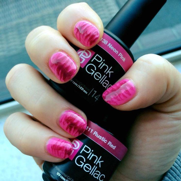 shared Mireille Jansen's photo. Roze zebra  138 neon pink + 111 rustic red.
