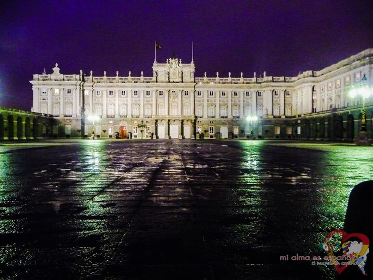 Rainy Madrid by night. Palacio Real.