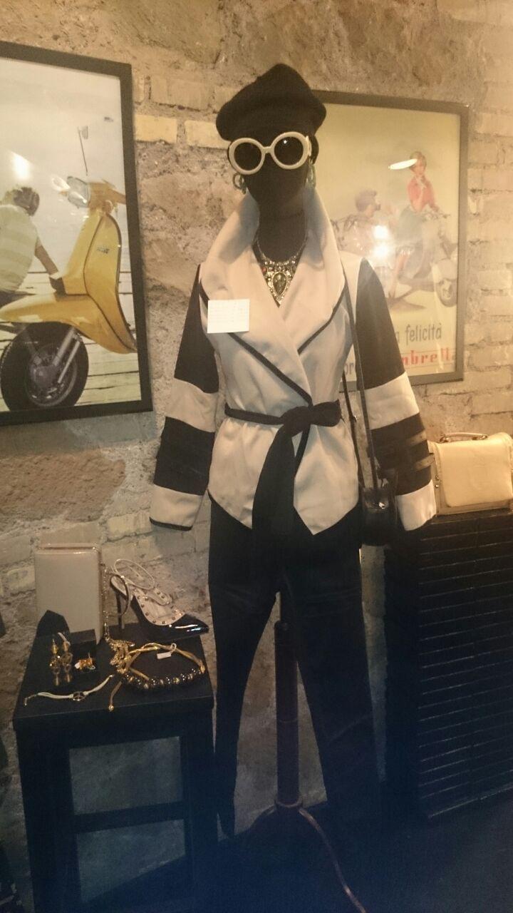 Un outfit che non ti farà passare inosservata! Black and white for an awesome look!  #Roma #shopping #outfit #bcomebellezza