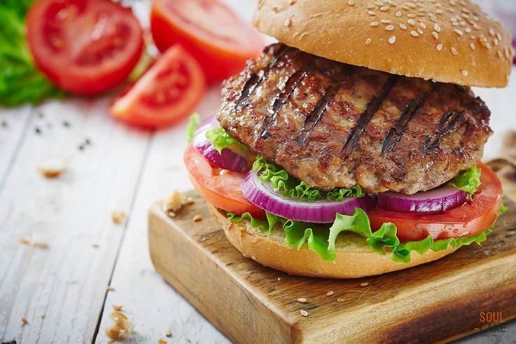 Fastfood by SoulCake, czyli lubimy polepszać :)  #Apetycznie, #zdrowo i #aromatycznie... Czyż nie takie cechy powinny kojarzyć się z żywnością? Chcielibyśmy, żeby tak było. Ale chcieć to za mało, dlatego taką wizję komunikacji kategorii #fastfood przedstawiliśmy naszemu klientowi :)