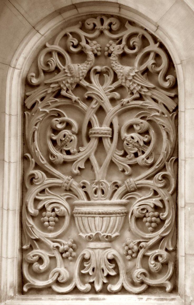 architectural detail-building in Bucharest
