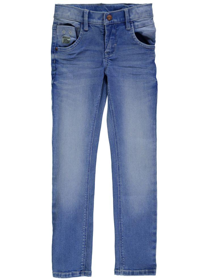 Licht blauwe jongens jeansbroek NITTARZAN van het merk Name-it. Dit is een XSlim/Xslim model in de kleur medium blue denim.  Deze broek heeft een schuifknoop + rits sluiting en is verstelbaar in de taille. Dit model is een zeer soepel en elastisch model, waardoor hij heel comfortabel zit.