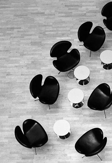 The Swan™ chair by Arne Jacobsen / Fritz Hansen. SEB Bank Stockholm. Sorensen Leather: Elegance / customised colour. #arnejacobsen #fritz_hansen #sorensenleather
