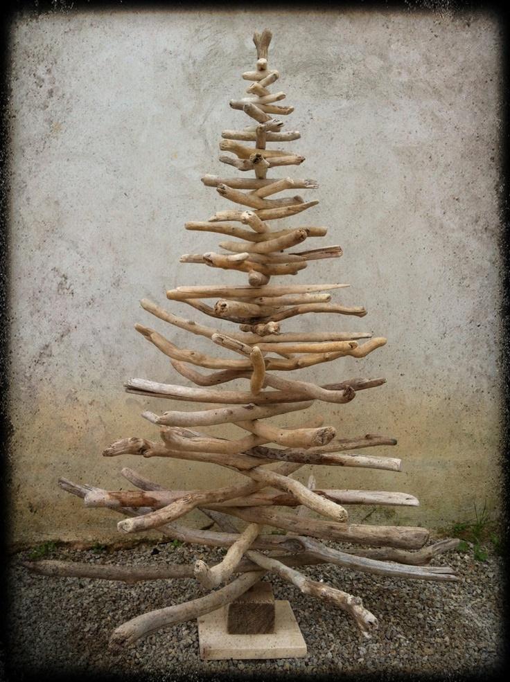 Alternative au sapin. Arbre de noël en bois flottés.