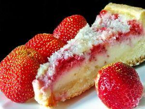 Фото к рецепту: Клубничный заливной пирог