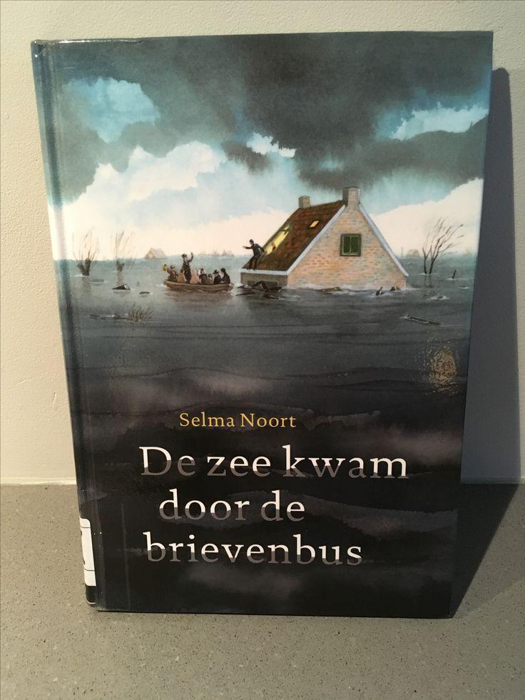 29/52 Indrukwekkend verhaal over de 8-jarig Liesje die de watersnoodramp in februari 1953 meemaakt. Tot het laatste moment weet je niet hoe het afloopt. Aanrader en niet alleen voor kinderen!