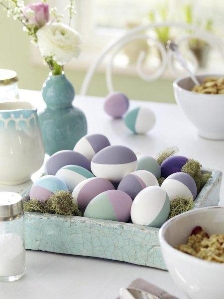 Pastelltöne sind nicht nur in Sachen Deko top. Ostereier kann man auch in den Dauerbrenner-Farben kreieren.