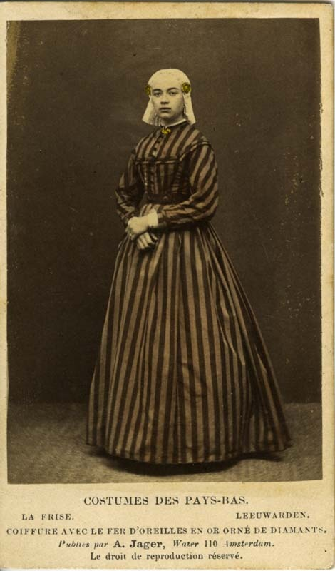 Vrouw in Fries kostuum; woman in traditional dress, Friesland, the Netherlands, about 1865-1870