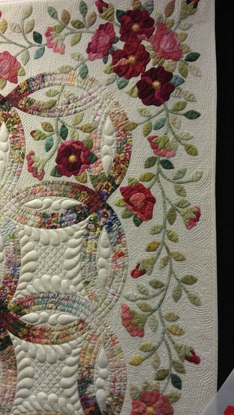 Wedding ring quilt, Rings and Roses by Janet Treen. close up, QuiltWest 2014 (Perth, Australia), photo by Rhonda Bracey