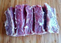 Como fazer a Carne de Sol em casa. A carne de sol, por ser pouco salgada (5 a 6% de sal refinado), pode ficar em temperatura ambiente (em ...