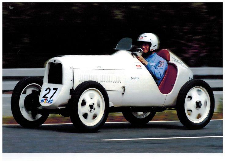 Zwei geniale Rennwagen bringt Manfred Holzner dieses Jahr nach Berchtesgaden: Der Poggi Formel Junior von 1959 wurde bereits 1960 von Curd Bardi-Barry am Roßfeld pilotiert und der DKW F1 Monoposto von 1931 wird sicher einer der Publikumslieblinge in diesem Jahr. Obwohl nur mit einem Zweizylindermotor (600 ccm und ca. 18 PS) ausgestattet, wird er dank seines geringen Gewichts dem Fahrer und den Zuschauern viel Freude bereiten.