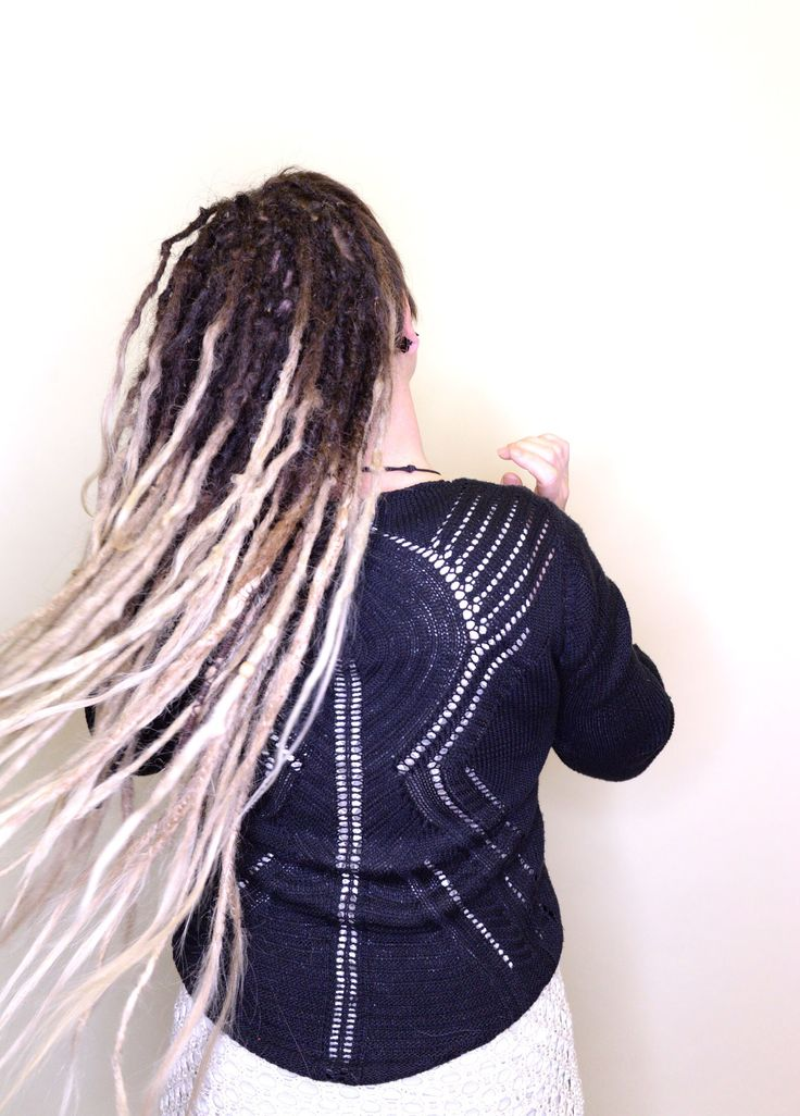 Here is my client Rebecka from Uppsala that has been coming to get her hair done for more than 5 years, she started out with some synthetic dreads and now have move to real dreadlocks. Here is a photo of Rebecka when I gave her hair some dreadlovin and some extra dreadlocks.