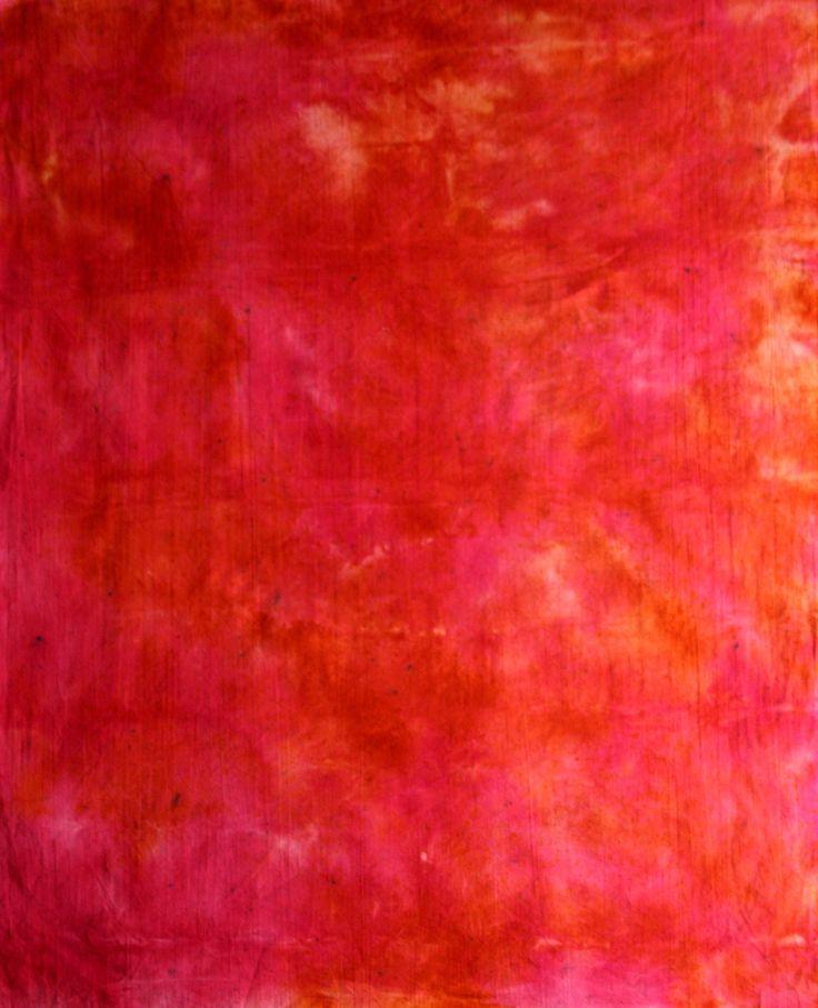 Červená batika Rozměr: 100x70 cm Materiál: 100% kvalitní bavlna Použití: pro další zpracování (především patchwork) Údržba: perte max. na 40°C – v ruce nebo na šetrný program Rozměr je přibližný - rozdíl může být +-2 cm.