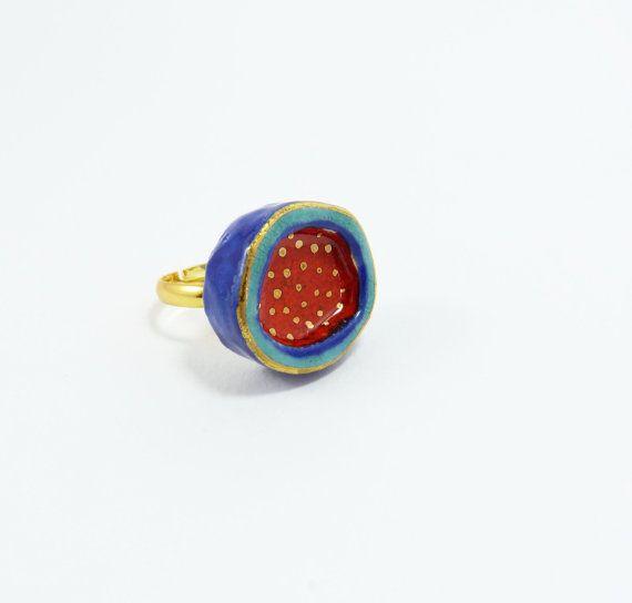 Anillo de cerámica multicolor con puntos de oro. Anillo por Tanaart