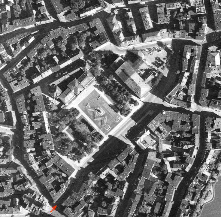 """Königsberg i. Pr. - """"Das Haus der Bücher"""" GRÄFE UND UNZER am Paradeplatz 6, Luftbild vom fertiggestellten """"Lasch-Bunker"""" am Paradeplatz (untere Bildhälfte gegenüber der Universität: """"Das Haus der Bücher""""), 1939"""